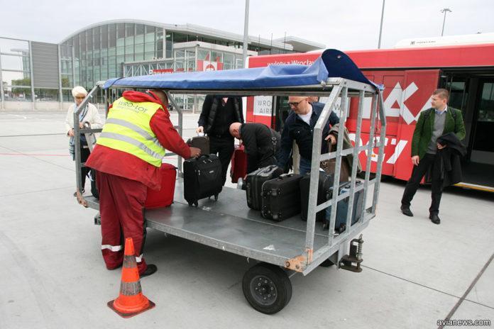 Delivery at aircraft: чому ручну поклажу забирають у трапа літака