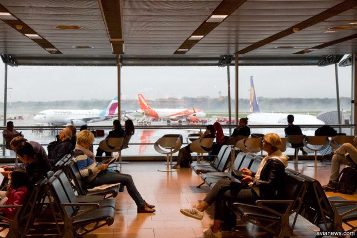 Какие права имеет пассажир при задержке и отмене рейса из-за плохой погоды в Украине
